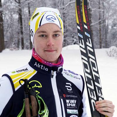 Porträttbild på Tomi Sandberg.