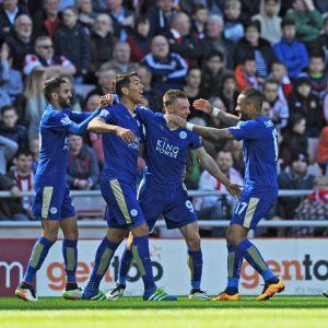 Leicester jublar efter Jamie Vardys mål.