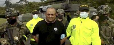 Den colombianska armén visade upp Dairo Antonio Úsuga efter att de landat med honom i Bogotá.