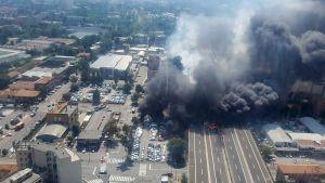 Enorm explosion i trafikolycka i Bologna.