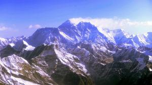 Vy av Himalaya med mount Everest i mitten