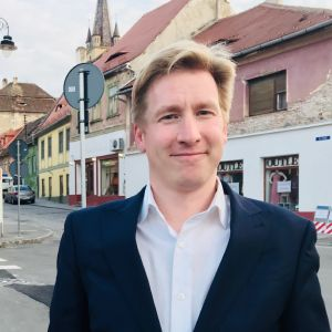 Rikhard Husu fotograferad i den historiska staden Sibiu.