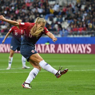 Lisa-Marie Utland gjorde 2–0 för Norge.