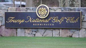 Skylt från Trumps golfbana