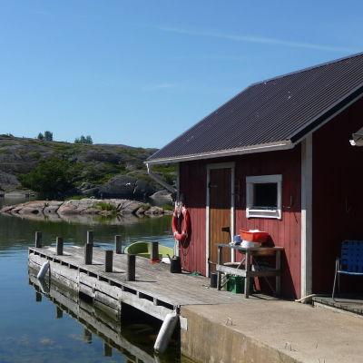 Strandbastu eller fiskebod på Aspö.