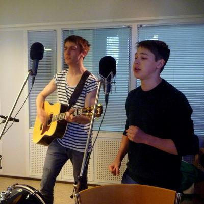 KAJ i Yle Österbottens studio.