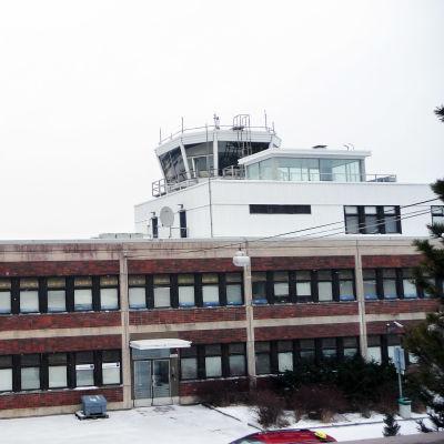 Flygledartornet på Åbo flygplats.
