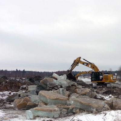 Grävskopor muddrar i Härkmeri å.