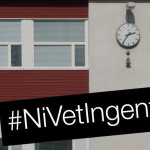 Skolhus och texten #NiVetIngenting