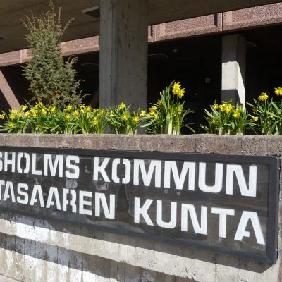 Ingången till Korsholms kommunhus.