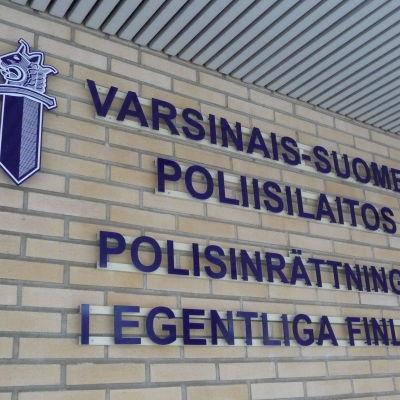 Bild på polisstationen i Åbo.
