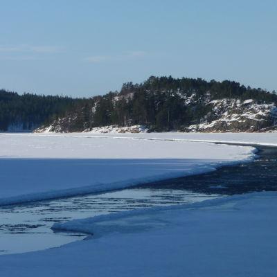 Isränna i solsken.