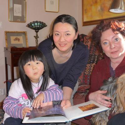 Fuuka och Tomoko Matsuda med Petra Domsch och Pirayan