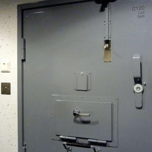 Celler i det nya polishäktet i Jakobstad.
