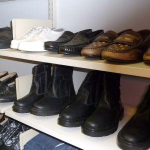 En skomakare kan reparera det mesta: fritidsskor, loafers, grova vinterskor och nätta festskor. Bild: YLE/Smältpunkt/Linda Grönqvist