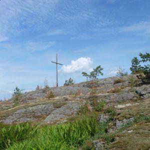 Korset på berget ska hjälpa båtfolk att hitta rätt.