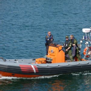 Tre sjöbevakare i båt