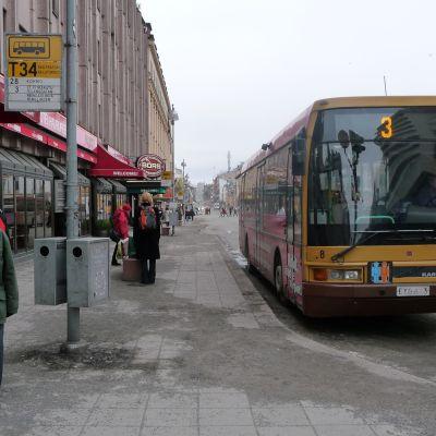 Busshållplats vid Salutorget i Åbo