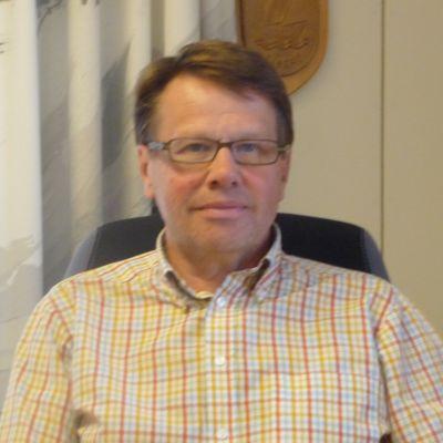Kari Häkämies, Pyttis kommundirektör