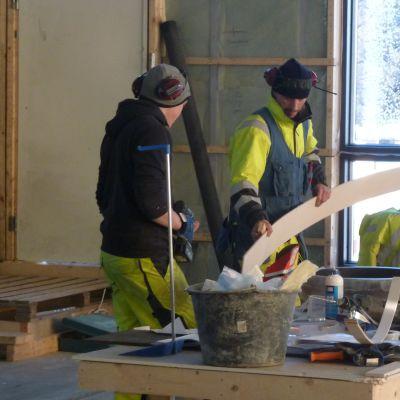 Byggnadsarbetena vid Karperö uf pågår för fullt