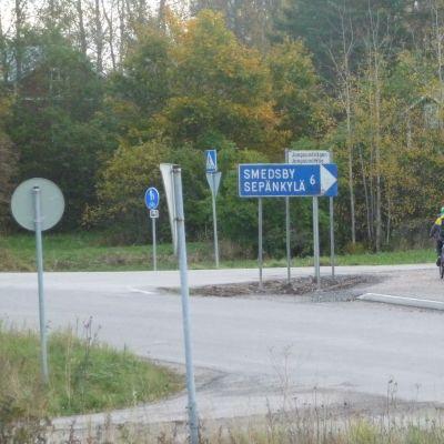 Cykelvägen används flitigt av skoleleverna på morgonen.