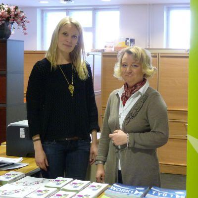 Projektarbetare Kaisa Mäkinen och projektchef  Pia Hägglund på Welcome Office i Vasa