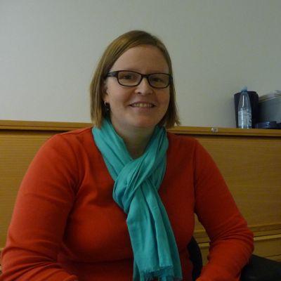 Mia Markula jobbar som skuldrådgivare i Åbo.
