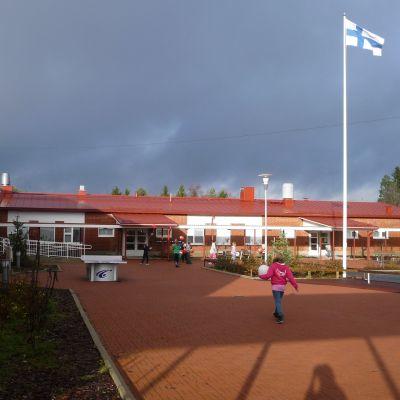 Taimelan koulu Alajärvellä.