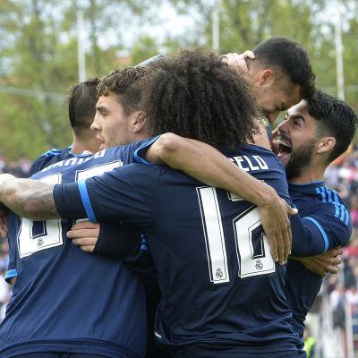 Real Madrid hänger kvar i guldstriden.