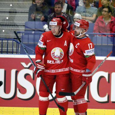 Aleksei Kaljutshni ja Andrei Kostitshin (Vas.) Tshekin MM-kisoissa 2015
