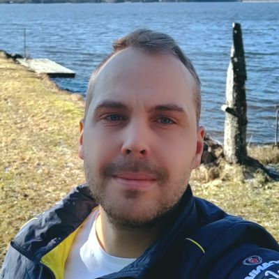 Martin Norrgård på sommarstugan i Närpes.