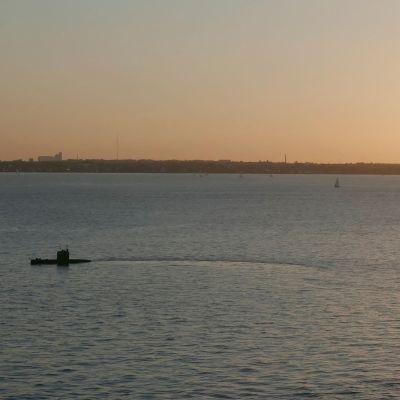 Ubåten UCR Nautilus utanför Köpenhamns hamn.