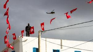 Säkerhetspådrag vid synagogan på Djerba i Tunisien.