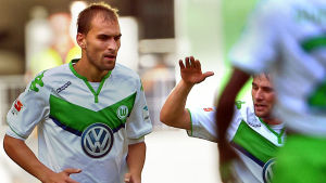 Bas Dost firar ett mål i Bundesliga.