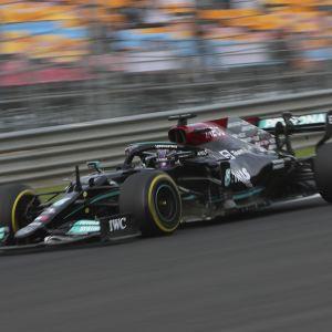 Lewis Hamilton Turkin F1-radalla.
