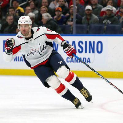 Ilja Kovaltjuk på isen i en match för Washington.