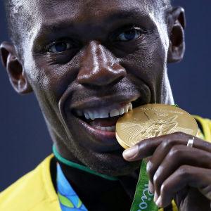 Usain Bolt puree Rion olympiakultamitalia.