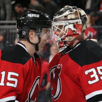 Tuomo Ruutu och Cory Schneider gläds för New Jersey Devils.