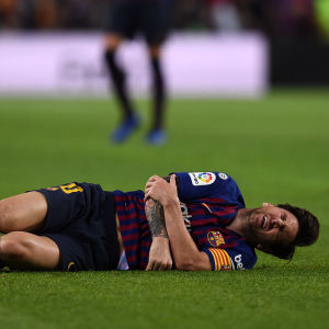 Lionel Messi skadade armen mot Sevilla.