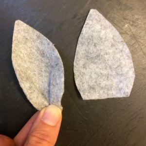 öron klippta av filt till en käpphäst