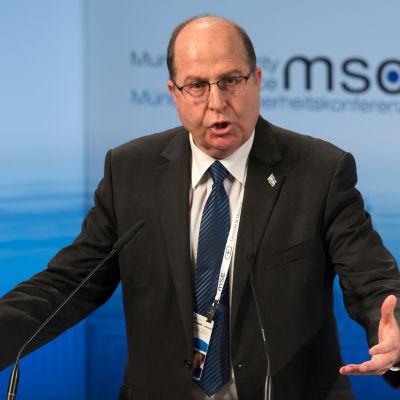 Moshe Yaalon håller ett tal i München 14.2.2016.
