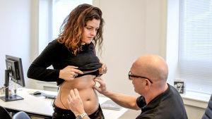 Petra blir undersökt inför ett eventuellt kirurgiskt ingrepp.