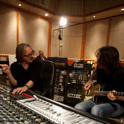 Muusikoita Sound City -studiossa Dave Grohlin dokumentissa Sound City