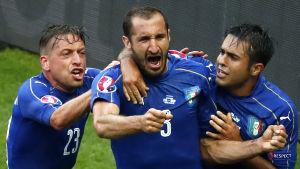 Giorgio Chiellini firar sitt mål i matchen mot Spanien.