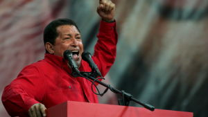Hugo Chavez pitää puhetta puhujan pöntössä