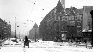 Snöig och tom Mannerheimvägen, 1956
