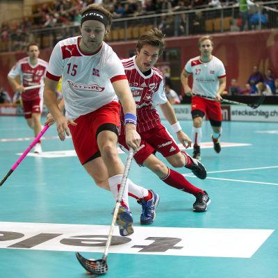 Norges Thomas Rognlien i kamp om bollen vid VM 2012.