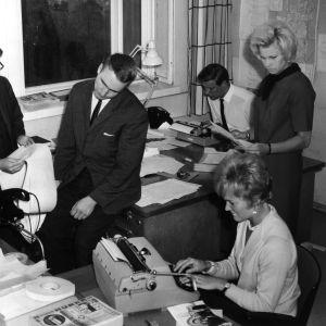 Yleisradion uutishuone vuonna 1963.