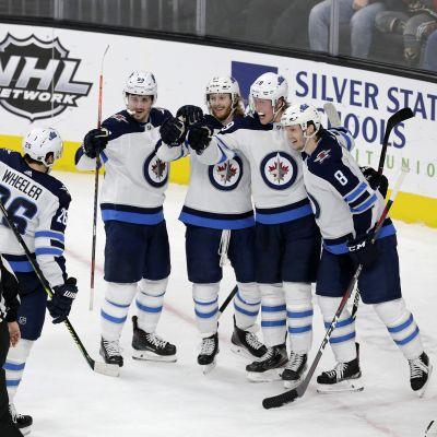 Jets juhlii Patrik Laineen maalia.