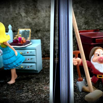 Leksaksmöbler och dockor